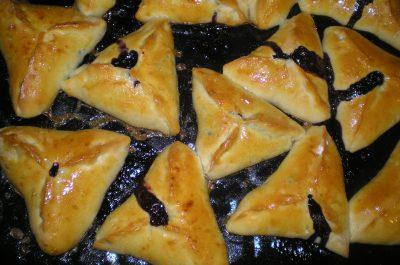 Вкусные пирожки со свежей черникой