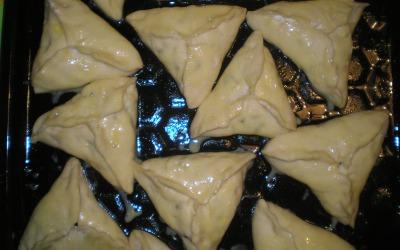 Готовим пирожки со свежей черникой