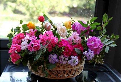 Как сохранить цветы в букете свежими надолго